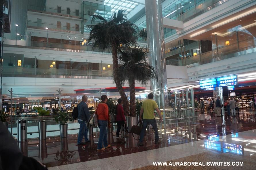dubai airport emirates hoildiay